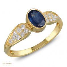 Solitaire de Saphir serti clos épaulé de 16 petits diamants sur anneau d'or massif Délai de fabrication : 15 jours