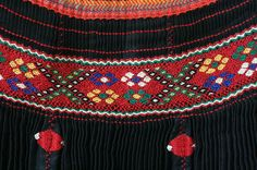 DARÁZSOLÁS-ráncolás Kalotaszegi  magyar rakottszoknya - Erdély Balochi Dress, Hungarian Embroidery, Blog Planner, Blogger Tips, Traditional Dresses, Smocking, Embroidery Patterns, Crochet Necklace, Cross Stitch