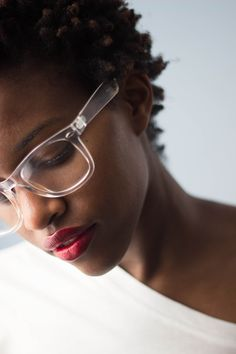 how to choose his glasses, bezel, white and semi-transparent, with luminous effects, afro woman with afro hairstyle Source by archzinefr Eyeglasses For Women, Sunglasses Women, Sunglasses Outlet, Sports Sunglasses, Natural Hair Styles, Short Hair Styles, Lunette Style, Wearing Glasses, Girls With Glasses
