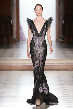 Tony Ward Couture I Spring Summer 2018 I Black mermaid lace dress with deep-V neckline and high-shouldered sleeves in crin.