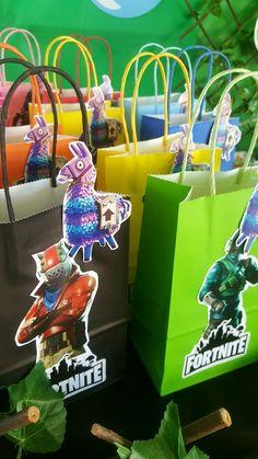 Fortnite Favor Box / Fornite bolsa sorpresa o dulces / Barranquilla Birthday Bag, 10th Birthday Parties, Slumber Parties, Birthday Cupcakes, Birthday Party Decorations, Minecraft Birthday Party, Science Party, Golden Birthday, Harry Potter Birthday