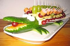 Gurkenkrokodil Cucumber crocodile (recipe with picture) by Crocodile Recipe, Crocodile Party, Brunch, Food Carving, Party Buffet, Snacks Für Party, Food Decoration, Food Humor, Creative Food