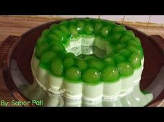 GELATINA DE LIMÓN CON UVAS - YouTube Gelatin Recipes, Jello Recipes, Dessert Recipes, Jello Pudding Desserts, Jello Deserts, Easy Christmas Treats, Christmas Deserts, Angle Food Cake Recipes, Mexican Food Recipes