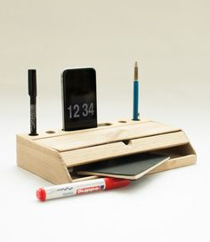 Desk organizer mobile phone stand iphone 6 dock desktop wood pen holder office accessories de CraftedbyOitenta en Etsy