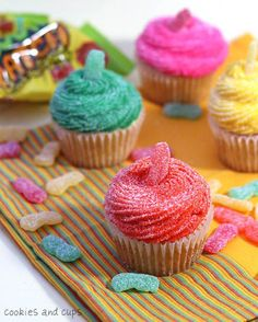 i like sour patch kids. i like cupcakes. i might like sour patch kid cupcakes. Kid Cupcakes, Yummy Cupcakes, Cupcake Cookies, Valentine Cupcakes, Caramel Cupcakes, Cupcake Toppers, Teacup Cupcakes, Burger Cupcakes, Peppermint Cupcakes