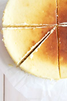 Creamy ricotta & mascarpone cheesecake with a hint of lemon & vanilla. (in Polish) Ricotta Cheesecake, Cheesecake Recipes, Dessert Recipes, Beautiful Desserts, Sweet Tooth, Good Food, Sweets, Lemon, Polish