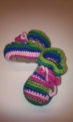 Just finished #crochet baby shoes. Ready for spring. Net klaar, gehaakte babyschoentjes, klaar voor het voorjaar. Speciaal voor een babyshower. www.gabrielle-art.nl