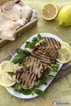 I #PLEUROTUS ALLA GRIGLIA (grilled oyster mushrooms) sono un contorno di #funghi leggero e profumato al limone, per arricchire di sapore tutti i vostri secondi. #ricetta #GialloZafferano #autumn #italianrecipe