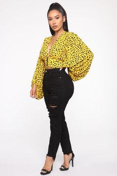 African Print Fashion, African Fashion Dresses, Ankara Tops Blouses, Ankara Blouse, Rompers Women, Jumpsuits For Women, Cool Outfits, Fashion Outfits, Jeans Fashion