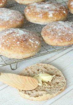 Grova tekakor – Lindas Bakskola Bread Recipes, Snack Recipes, Snacks, I Love Food, Good Food, Our Daily Bread, Swedish Recipes, Easy Bread, What's For Breakfast