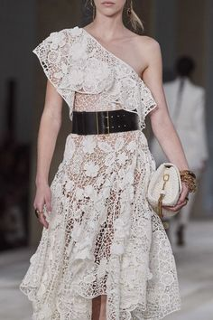 Alexander McQueen Spring 2020 Ready-to-Wear Fashion Show Details: See detail photos for Alexander McQueen Spring 2020 Ready-to-Wear collection. Look 55 Fashion 2020, Runway Fashion, Fashion Show, Fashion Outfits, Fashion Trends, Fashion Design, Fashion Ideas, Daily Fashion, Street Fashion
