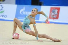 Such a beautiful picture of Elizaveta Nazarenkova (Russia). I really like her leotard :)