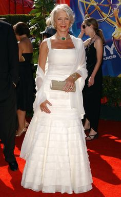 Helen Mirren in Morgana le Fay with Fred Lane choker and cocktail ring - 2006 Emmy Awards Estilo Glamour, Dame Helen, 50 And Fabulous, Helen Mirren, Advanced Style, Ageless Beauty, Hair Styles 2016, Fashion Over 50, Belle Photo
