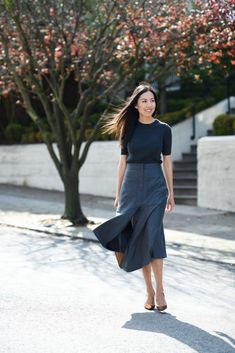 Business casual outfits for women, minimalistic business casual capsule. Office fashion, Womens office clothes and office fashion trends. Office Outfits Women, Summer Work Outfits, Casual Outfits, Fashion Outfits, Fashion Women, Sweater Outfits, Modest Work Outfits, Summer Work Wear, Work Attire Women