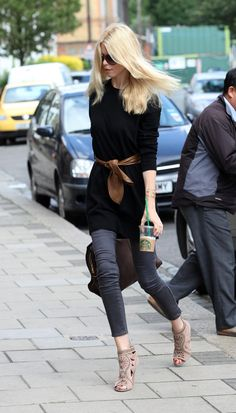 so fling flangin chic. #ClaudiaSchiffer in London.