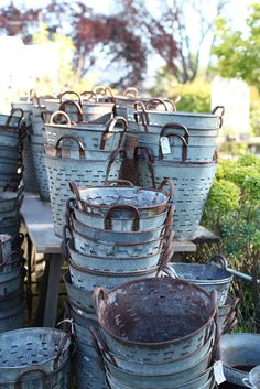 I LOVE these olive buckets! I picked one up at Scott's Antique Market. - I LOVE these olive buckets! I picked one up at Scott's Antique Market. Love Vintage, Shabby Vintage, Shabby Chic, Retro Vintage, Vintage Metal, French Vintage, Galvanized Buckets, Galvanized Metal, Metal Buckets