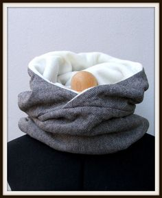 Kapuzenschals - Wende Kapuzenschal fleece weiß,fischgrät - ein Designerstück von fraeuleincouture-berlin bei DaWanda