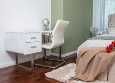 Eleganța și atenția la detalii sunt două caracteristici evidente ale apartamentelor din cadrul Docenților Residence. Nightstand, Furniture, Home Decor, Decoration Home, Room Decor, Night Stand, Home Furnishings, Home Interior Design, Bedside Cabinet