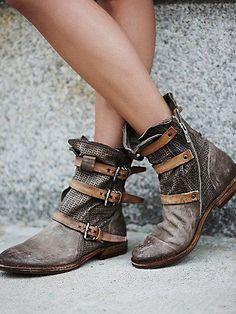 #shoe -  boot
