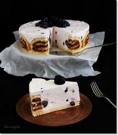 Gizi-receptjei: Joghurtos piskótatorta bogyós gyümölcsökkel. Tiramisu, Breakfast, Cake, Ethnic Recipes, Food, Yogurt, Morning Coffee, Mudpie, Meals
