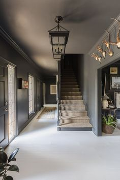 Grey gray wall Alyssa Rosenheck with Elle Decor and Sean Anderson Design Black Walls White Floors Entry Black Rooms, Black Walls, Black Hallway, Bedroom Black, Elle Decor, Modern Country, Modern Farmhouse, Country Decor, Farmhouse Stairs