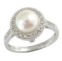 I love pearl rings!