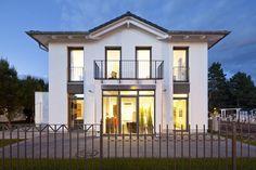 Welch' Stadtvilla-Traum von Heinz von Heiden. Besuchen Sie unsere Villa live in Köpenick: Adlergestell 381 12527 Berlin-Köpenick