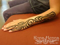 Kona Henna - The Henna Professionals. Professional Quality Henna Tattoo Kits and Supplies. Visit our Kona Henna Studio in Hawaii or hire us for your ev. Henna Designs For Men, Tribal Henna Designs, Best Mehndi Designs, Henna Tattoo Designs, Henna Tattoo Hand, Wrist Henna, Mandala Tattoo, Henna Men, Gold Henna