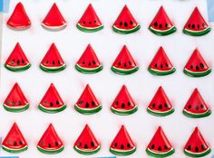 Royal Icing Watermelons are the perfect decorations for summer cakes, cookies and cupcakes. Chose round, oval, or slices from the six templates provided. Royal Frosting, Royal Icing Piping, Icing Frosting, Frosting Recipes, Royal Icing Templates, Royal Icing Transfers, Cake Templates, Hard Cookie Icing, Sugar Cookie Royal Icing