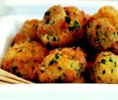 krummelsampioene South African Recipes, Ethnic Recipes, Dessert Recipes, Desserts, Types Of Food, Cauliflower, Side Dishes, Stuffed Mushrooms, Herbs