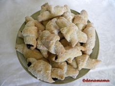 my mom used to make these. Apple Pie, Biscuits, Deserts, Snack Recipes, Chips, Favorite Recipes, Sweets, Cookies, Food