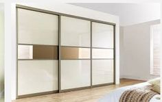 INSPIRATION FOR LARGE WALL MIRROR WITH CENTRAL LINE IN SILVER OR GOLD LEAF