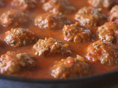 albondigas-cook-pq Colombian Food, Deli, Italian Recipes, Pesto, Tapas, Curry, Good Food, Food And Drink, Healthy Eating