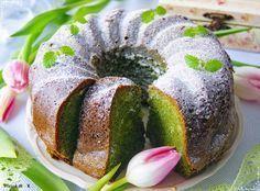 Takim wypiekiem zaskoczycie domowników i gości! Wilgotna babka, w której smak szpinaku jest niewyczuwalny, a kolor ciasta przepiękny! Do te...