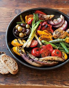 Easy Vegetarian Grilling Ideas For Summer BBQs - Antipasto Grill Carnivores and vegetarians alike will love these vegetarian BBQ recipes. Healthy Recipes, Vegetable Recipes, Vegetarian Recipes, Cooking Recipes, Cooking Ideas, Salad Recipes, Delicious Healthy Food, Vegetable Medley, Vegetarian Appetizers