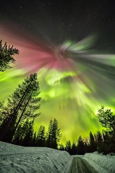 Awesome St. Patrick's Day aurora – March 17 – from Pekka Isomursu in Finland.…