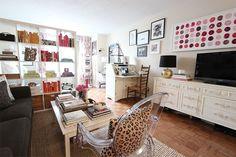 Apartamento pequeno, feminino e despojado em New York