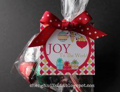 Free Printable Christmas Gift Tags by Cheng and 3 Kids