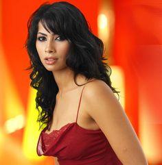 Ruby modern Egyptian singer. Egyptian Women Beautiful, Egyptian Beauty, Beautiful Women, Singer Tv, Rose Croix, Modern Egypt, Arabian Women, Egyptian Actress, Kendall Jenner Style