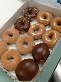 The only donut I like is the Krispy Kreme filled with the Twinkie style cream! Think Food, I Love Food, Good Food, Yummy Food, Tasty, Boutique Patisserie, Snack Recipes, Dessert Recipes, Dessert Food