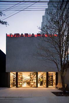 Livraria da Vila - one of my best bookstore in Sao Paulo Architecture Design, Architecture Restaurant, Retail Architecture, Facade Design, Building Architecture, Retail Facade, Retail Design, Pharmacy Design, Visual Merchandising