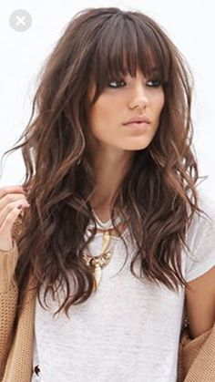 Do you like your wavy hair and do not change it for anything? But it's not always easy to put your curls in value … Need some hairstyle ideas to magnify your wavy hair? Medium Hair Styles, Curly Hair Styles, Long Hair Cuts, Bangs For Long Hair, Long Hairstyles With Bangs, Curly Haircuts, Layered Haircuts, Great Hair, Hair Today