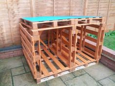 If you want to make a log store for fire wood in your garden you need old wooden pallet for this. You can made a log store with old wooden pallet. You may store firewood for winter season. In Europ… Outdoor Firewood Rack, Firewood Shed, Firewood Storage, Pallet Furniture Designs, Wooden Pallet Projects, Pallet Designs, Log Shed, Wooden Storage Sheds, Pallet Shed