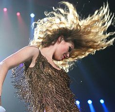 17 Hair Flips Taylor Swift Has In Her Arsenal