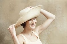 Straw hat with raised and frayed edge Ss 2017, Frou Frou, Walking By, Cutaway, Summer Hats, Dune, Panama Hat, Straw Hats, Elegant