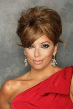 Eva Longoria starred in The Desperate Housewives as Gabrielle Solis Eva Longoria, Fever Blister On Lip, Gabrielle Solis, Stretch Mark Removal, Bouffant Hair, Bob Hairstyles, Haircuts, Indian Beauty, American Actress