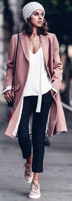 Street Style - Dusty Mauve Pastel Palette - Capsule Wardrobe Inspo
