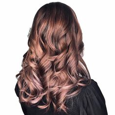 Rose Brown Hair es la tendencia más bonita de primavera sobre Brunettes