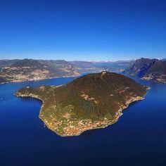 """Oggi ci piace la foto di @thetravelover in questa bellissima veduta aerea di #MonteIsola. Proprio in questi giorni l'isola viene """"raccontata"""" anche a #Malta per il convegno della prestigiosa organizzazione """"European Best Destinations"""". #visitlakeiseo #visitmonteisola #inlombardia #italiait #ilikeitaly #foliageinitaly http://ift.tt/2dT8SCE - http://ift.tt/1HQJd81"""
