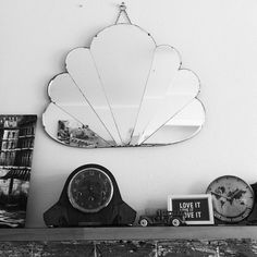 this mirror! 35 Clever + Beautiful ways to Decorate with Mirrors, courtesy of DS readers Art Deco Mirror, White Mirror, Mirror Ideas, Mirror Mirror, Interior Inspiration, Design Inspiration, Deco Retro, Vintage Mirrors, Diy Décoration